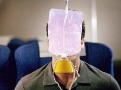 Как выпадают кислородные маски в самолётах