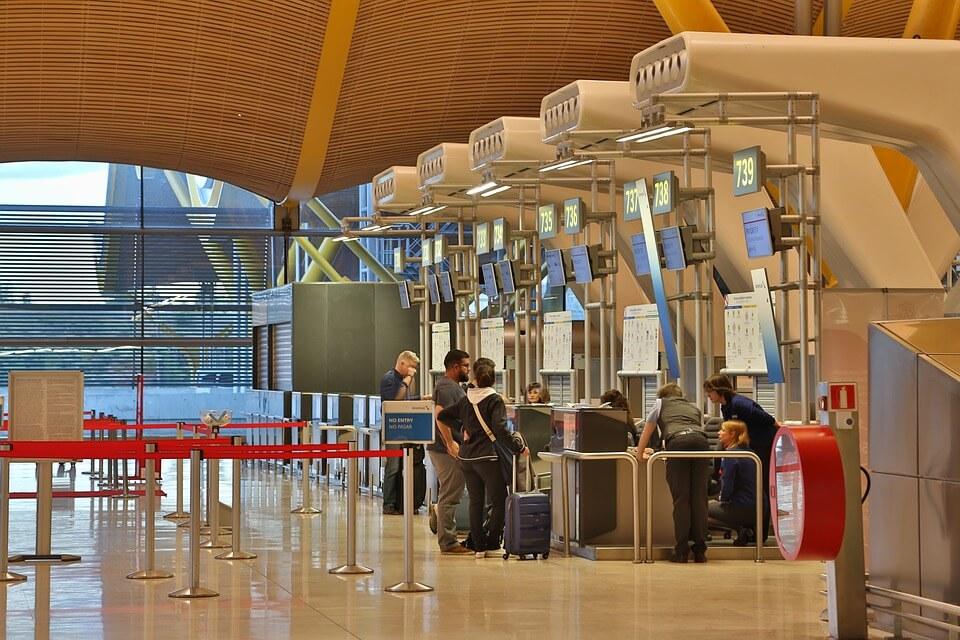 Регистрация на стойках в аэропорту